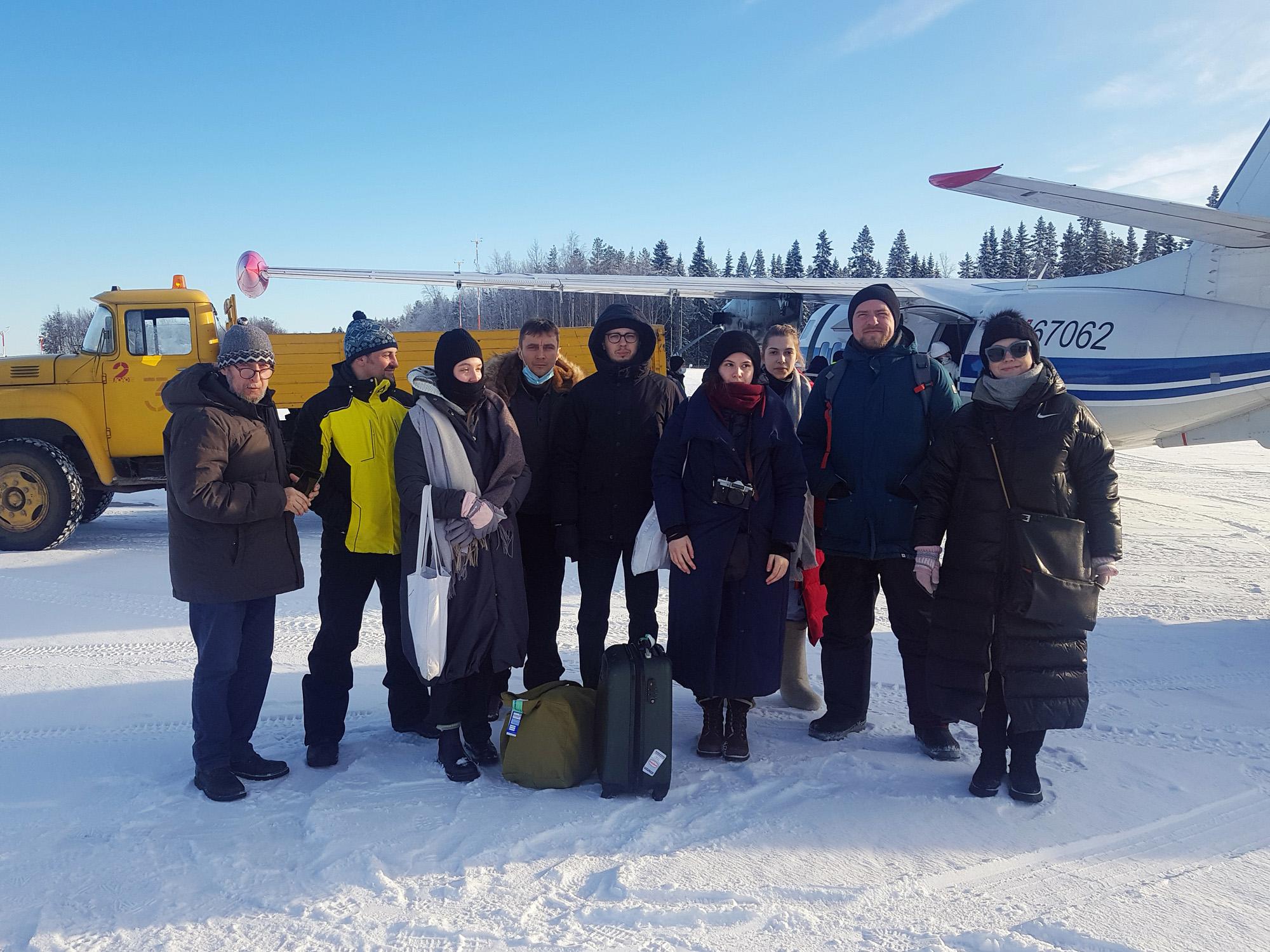 Конкурсанты и организаторы поездки в аэропорту Соловков